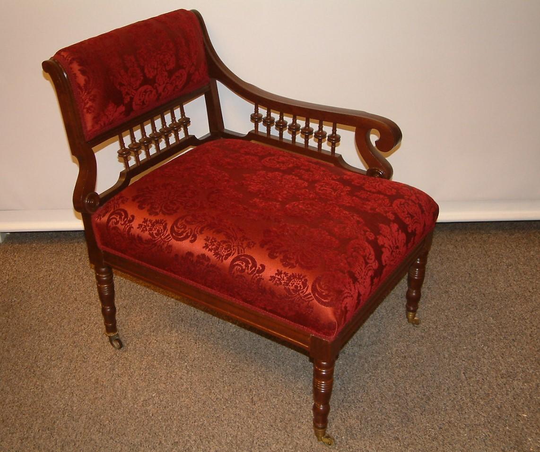 Walnut Victorian Stick & Ball Bustle Chair