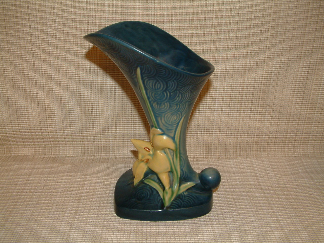 Roseville Zephyr Lily Cornucopia 8″ Vase  SOLD